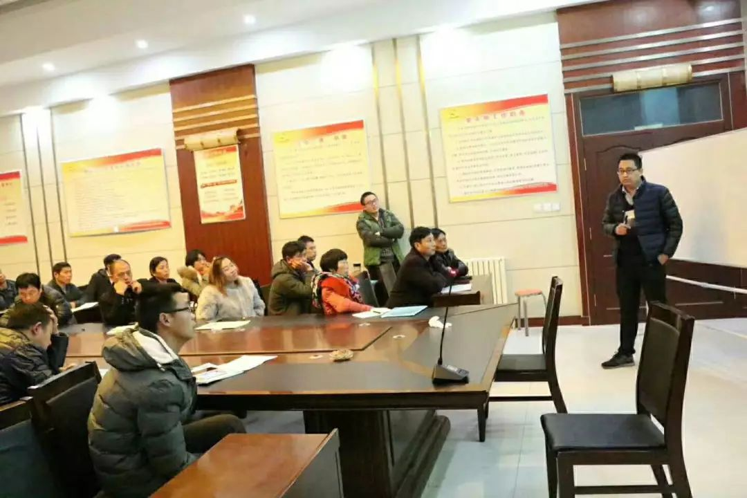 贾少华老师在讲课